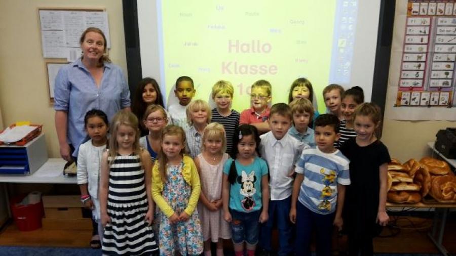 Die Kinder der Klasse 1a mit ihrer Klassenlehrerin Frau Träger