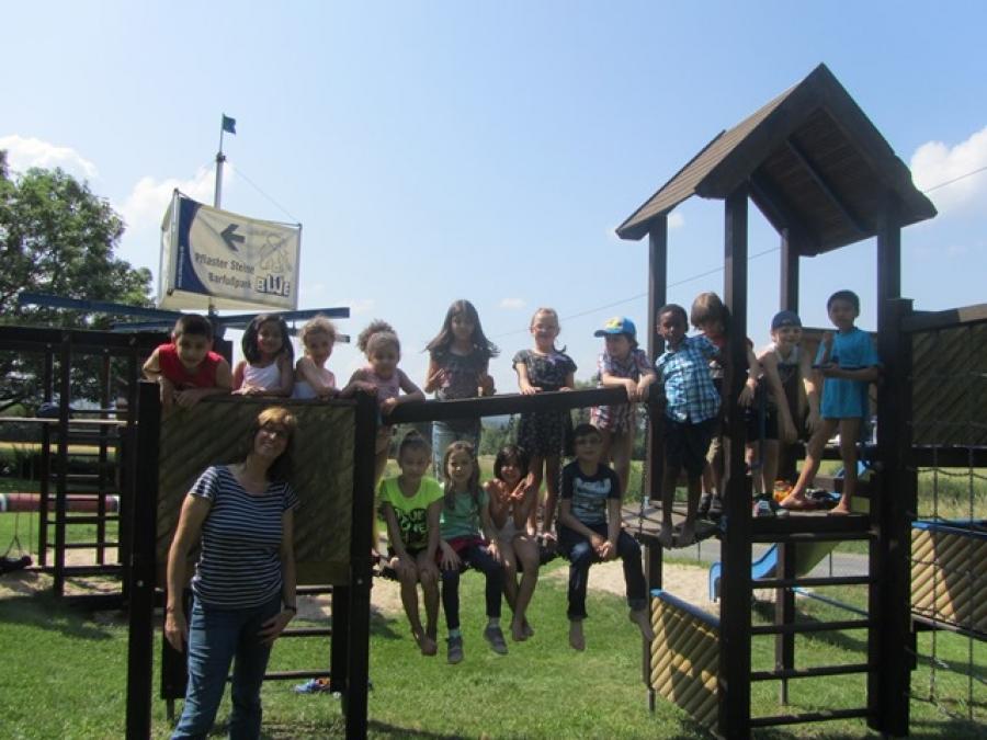 Ausflug der Klasse 1a zum Barfußpark - ein nasses Vergnügen