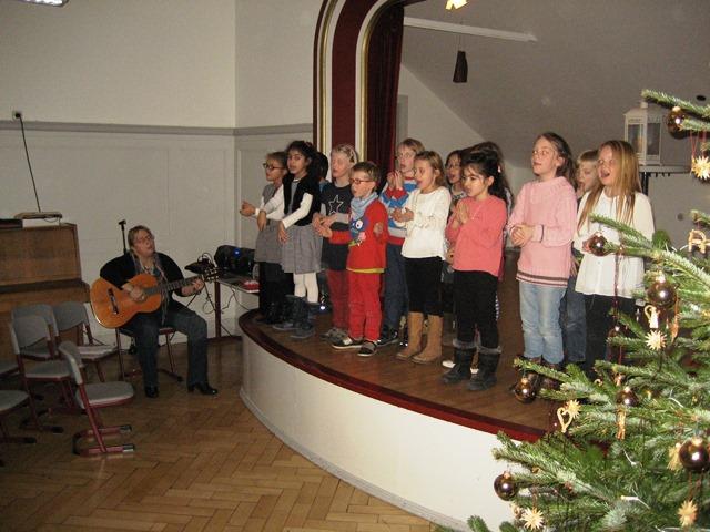Die Klasse 1a feierte mit Plätzchen backen und einer kleinen Aufführung