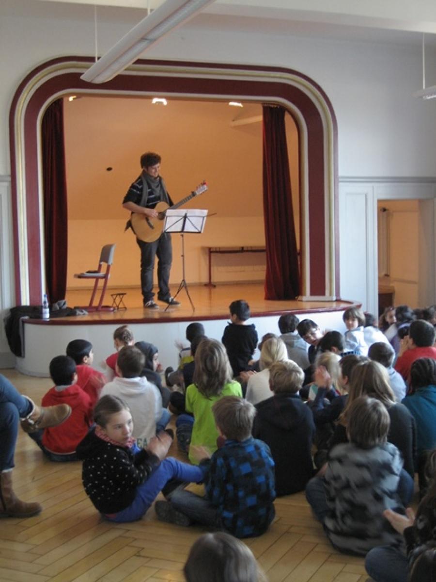 JeKI und Gitarrenkonzert - Ein gelungener Abschluss des ersten Schulhalbjahres